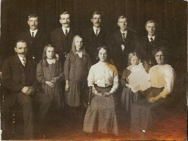 j059_gson_william_elsie_forbes_with_family